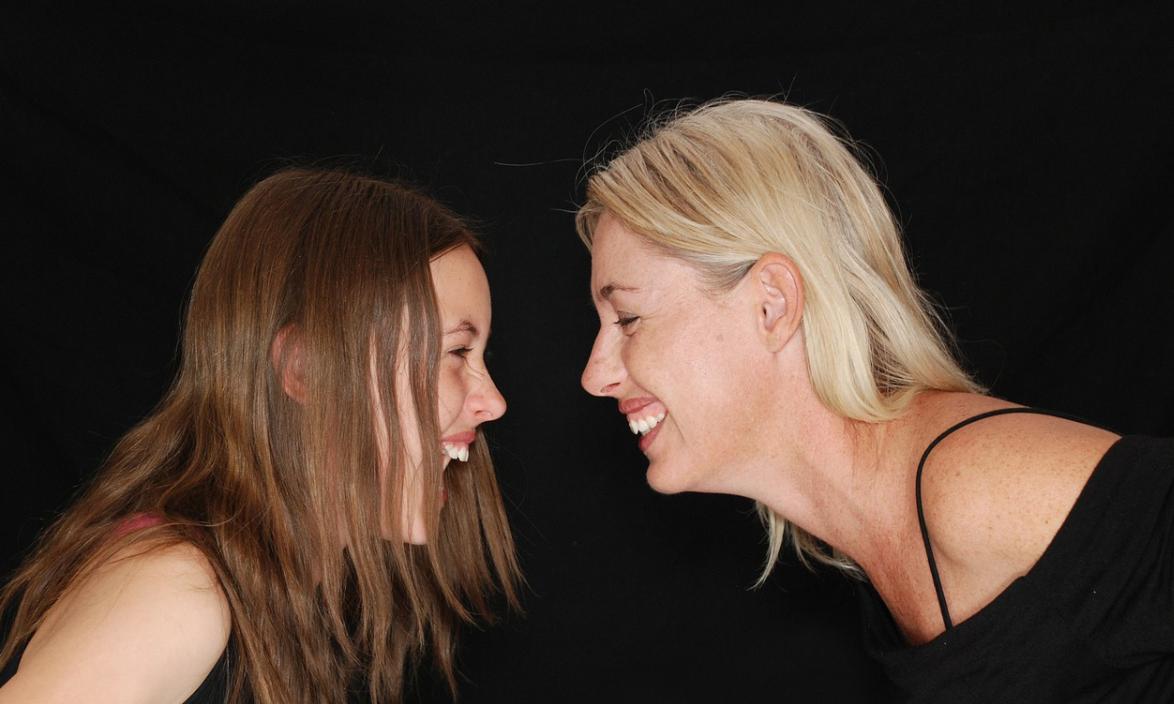 smích žen